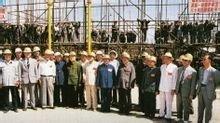 张秀山和伍修权等建馆委员会成员视察工地