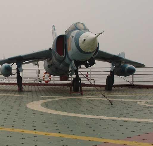 机翼尾翼和后机身部分,均采用蒙布结构,要进一步提高飞机性能和改进