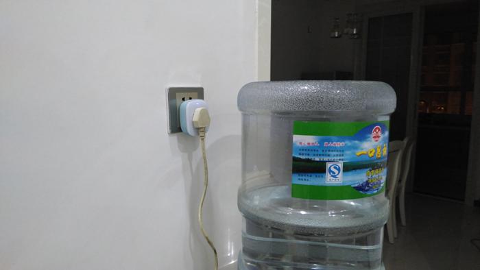 下面显示用电器的实时功率,保温时为0.