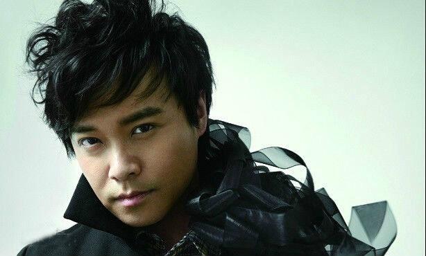 普通北京男孩的相貌,气质亦正亦邪,有点坏有点赖,说话喜用懒洋洋的图片