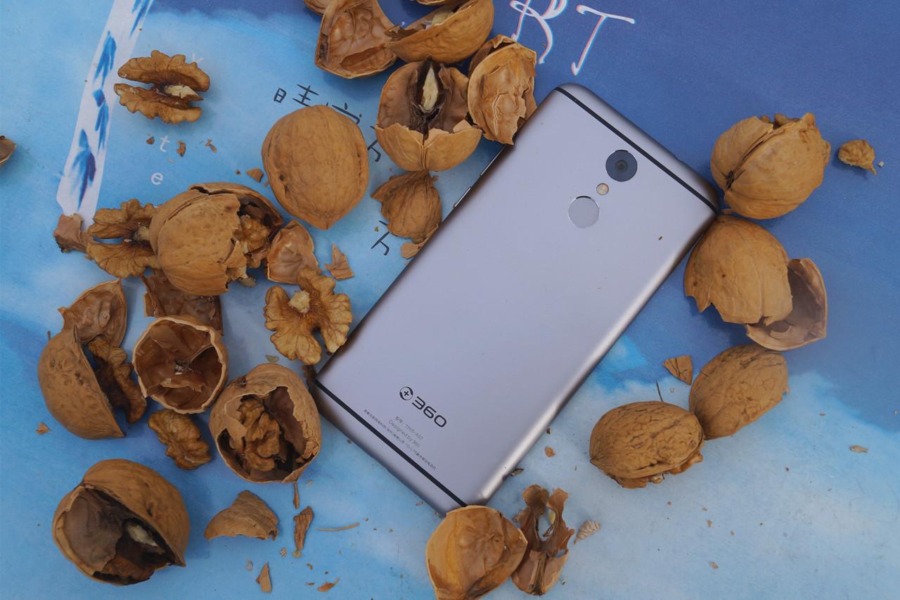 用360手机砸核桃是一种什么样的体验?