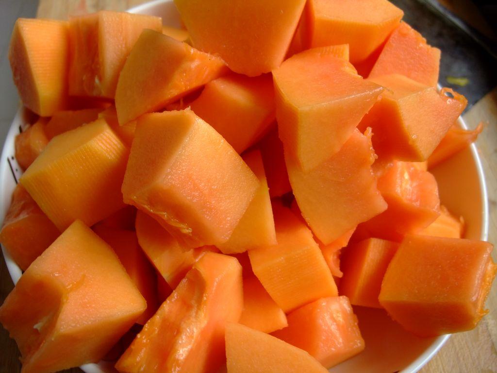 月经期间吃木瓜丰胸_有着美容丰胸的木瓜竟然可以泡酒,功效可不一般