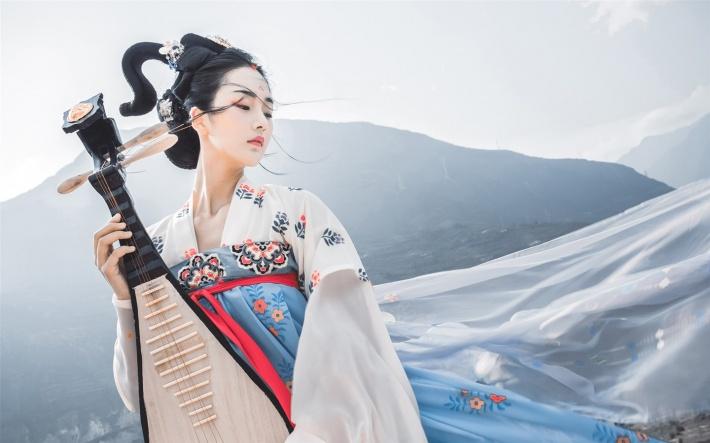 古典琵琶美女桌面壁纸