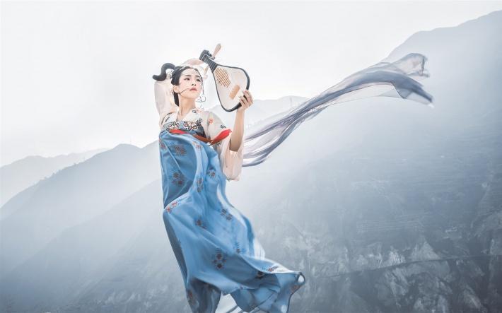 古典琵琶汉服美女桌面壁纸
