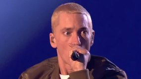 Berzerk+Rap God EMA2013 现场版