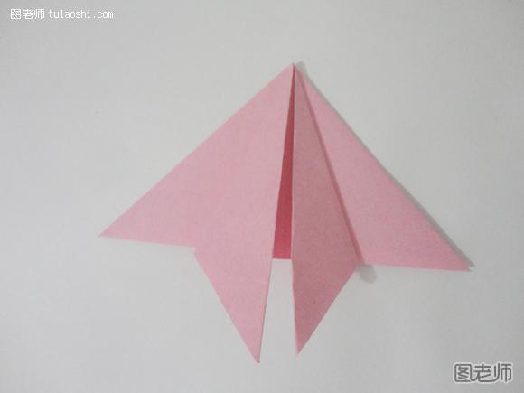 步骤二:我们把正方形折成长方形