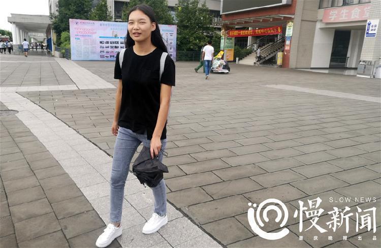 杭州职业学院兼职妹子_重庆电子工程职业学院2017届新生中,霸气侧漏的萌妹子黄蒲军校前来