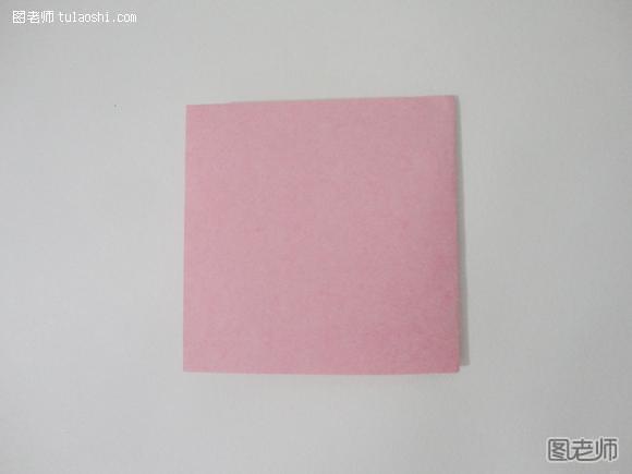 步骤三:把长方形纸折成小正方形.