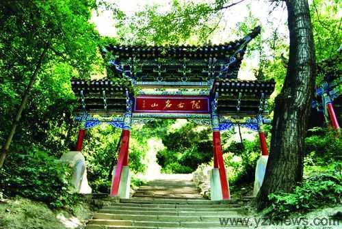 兴隆山风景名胜区位于兰州市东南45公里处,距榆中县城6公里.